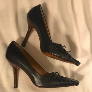 Gucci Shoes - 🌟Gucci Gathered Affect w/small bow pumps🌟